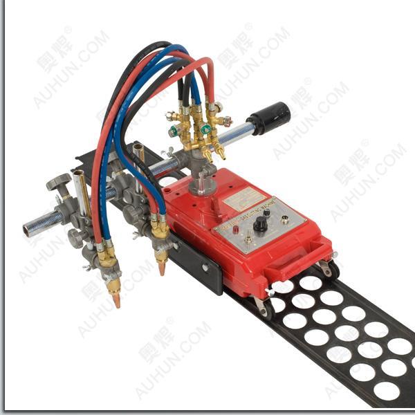 半自动火焰切割机系使用中压(或丙烷)和高压氧气,切割厚度大于5mm的钢板作直线切割为主的多用气割机,同时也可以作圆周切割及斜面切割和V行切割。在一般情况下切割后可不再进行切削加工。本机结构紧凑,操作方便,使用安全,所需辅助时间短,可以大大提高工作效率。该半自动切割机适用于造船、机械、钢结构、建筑等行业.